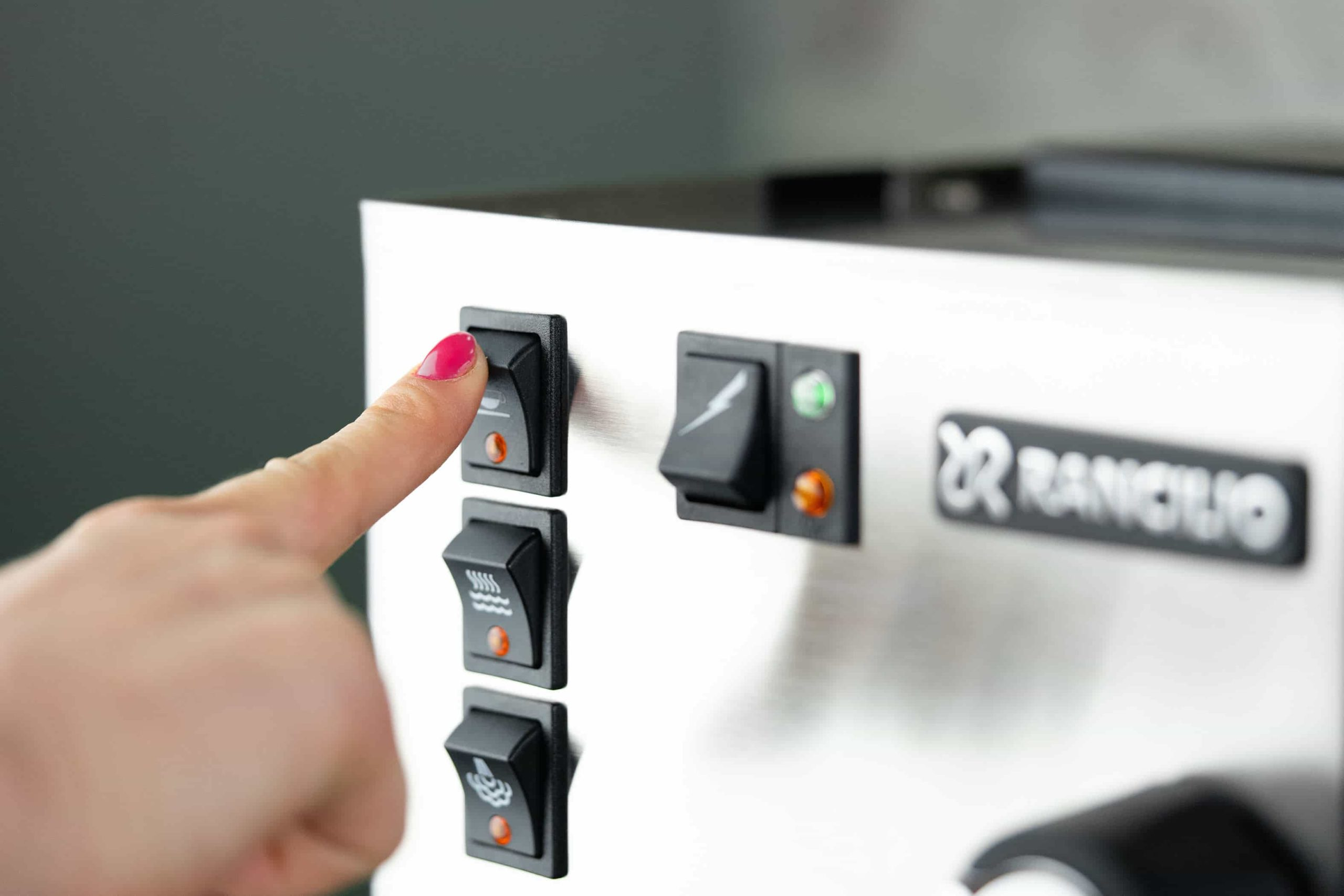 Extract the coffee on the Rancilio Silvia